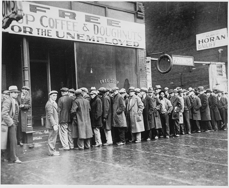 732px-Unemployed_men_queued_outside_a_depression_soup_kitchen_opened_in_Chicago_by_Al_Capone,_02-1931_-_NARA_-_541927.jpg